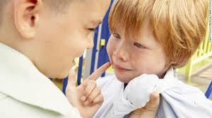 Како да помогнете на вашето дете ако тоа е повредено во училиште?