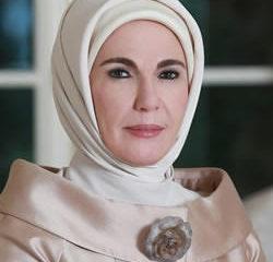 Првата дама на Турција: Пие чај од 1.800 евра и знае како да го застани сообраќајот за да оди на шопинг!