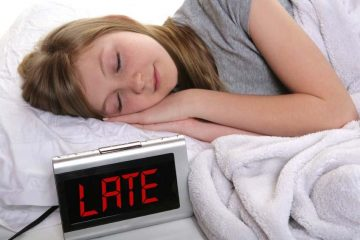 Тинејџерите треба да си бидат во кревет пред полноќ.