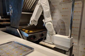 Флипи е роботот е мајстор за плескавици.