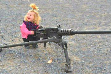 Еве зошто не треба да си играте со оружје (ВИДЕО)