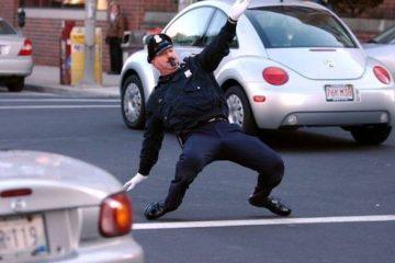 Кој вели дека полицајците немаат смисла за хумор?