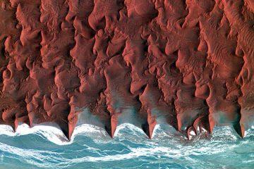 Најголемата крајбрежна пустина на светот е Намиб.