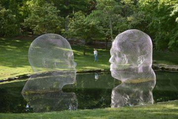 Погледнете како скулптурите исчезнуваат пред вашите очи.