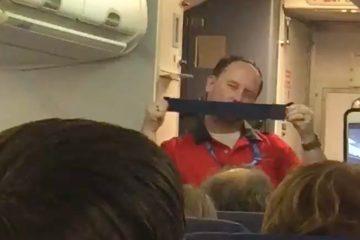 Овој човек ќе направи да заборавите на стравот додека патувате со авион