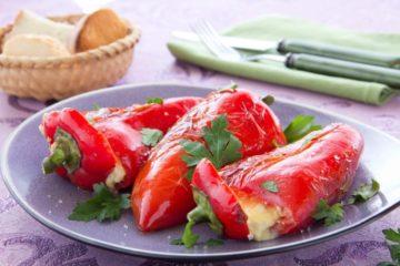 Пиперки полнети со урда