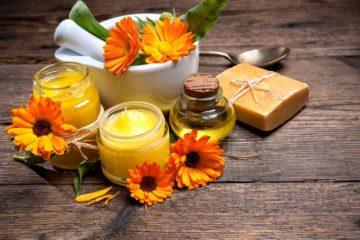 Природен мелем од само 2 состојки: Ќе ја излечи сувата и испукана кожа преку ноќ!