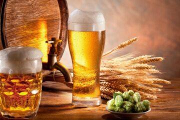 Пиво има неверојатна моќ: Ги отстранува мртвите клетки на кожата, лечи уморни нозе, ја храни косата и го стимулира нејзиниот раст